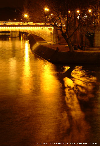 night_photos_paris_seine_river.jpg